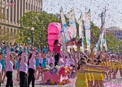 Desfile del Festival Nacional de los Cerezos